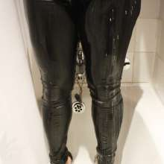 londonwetguy: Kinky twinkie and nylons ;o)