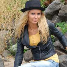 Fetishlovers: Cute Sandy in wet leather jacket, jeans, shirt and hat