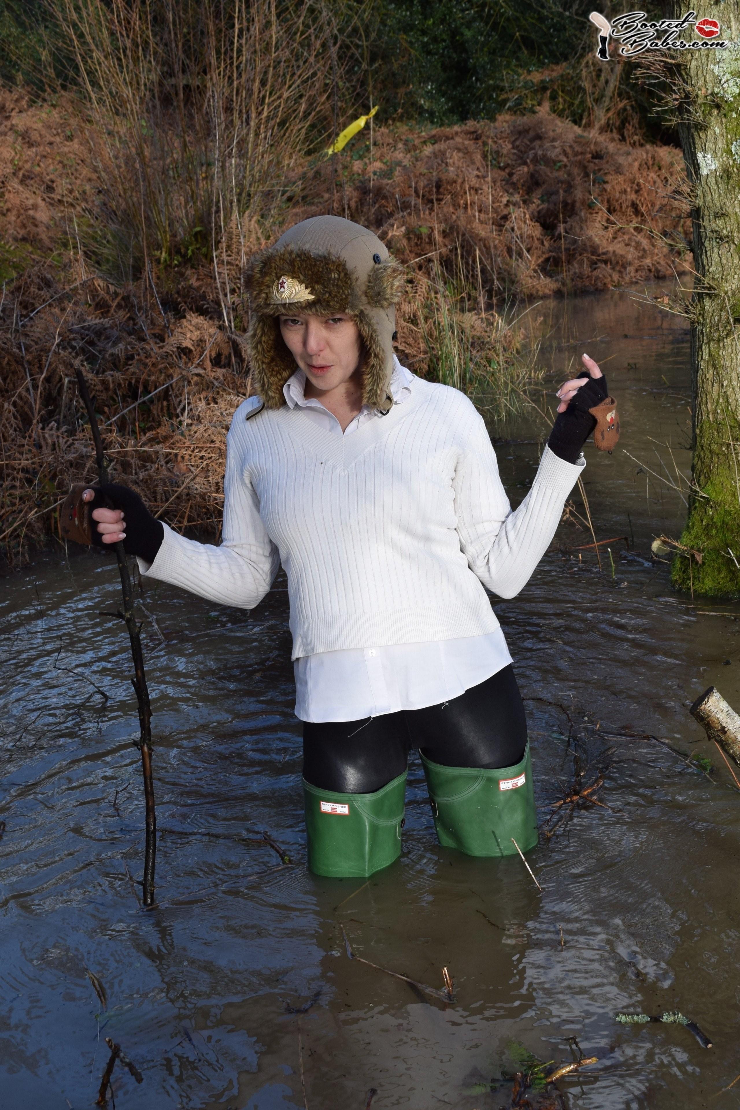 Как правильно подворачивать болотники? New-waders-in-the-lake_2