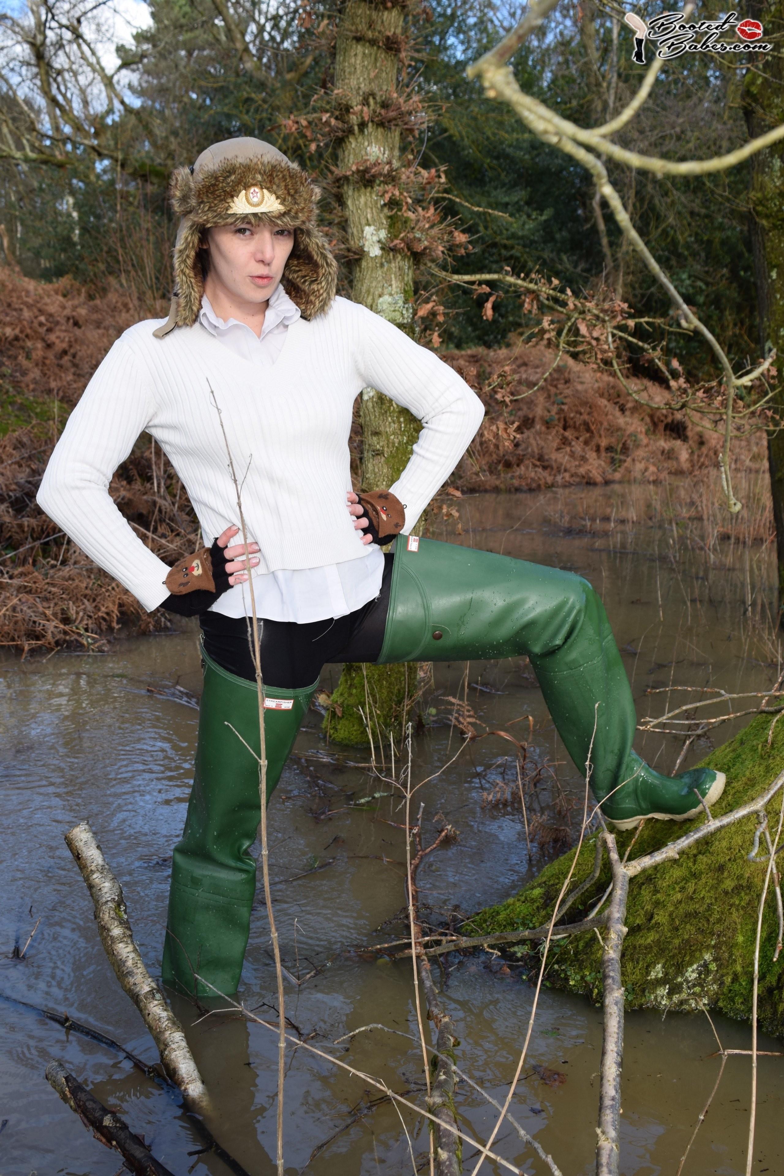 Как правильно подворачивать болотники? New-waders-in-the-lake_3