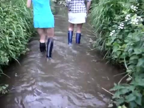 Групповые сапожные экскурсии на водоемы. Splashing-in-the-stream-and-hottub_2