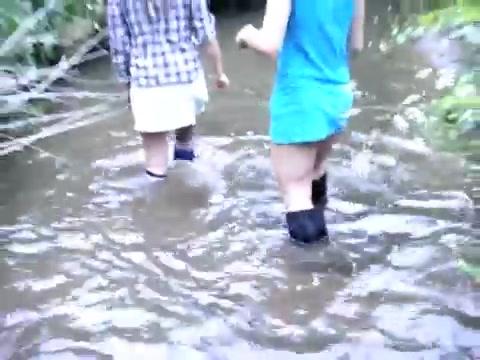 Групповые сапожные экскурсии на водоемы. Splashing-in-the-stream-and-hottub_4