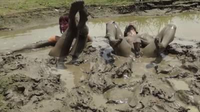 pantyhose-deep-mud