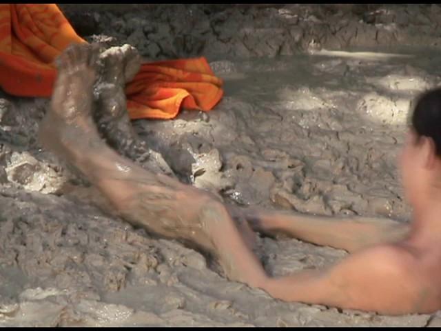 Paris Kennedy quicksand Butt_first_12