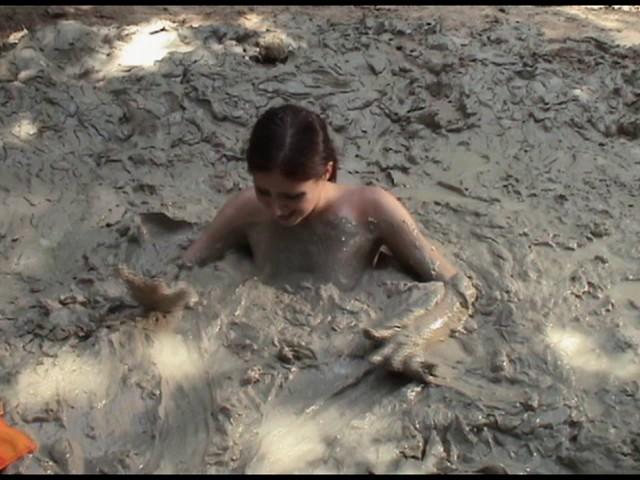 Paris Kennedy quicksand Butt_first_14