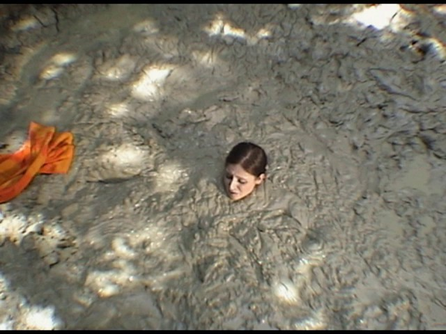 Paris Kennedy quicksand Butt_first_17