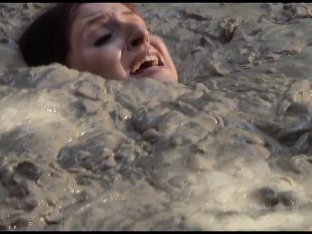 Paris Kennedy quicksand Butt_first_18