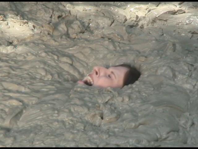 Paris Kennedy quicksand Butt_first_19