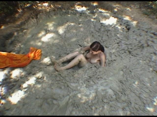 Paris Kennedy quicksand Butt_first_5