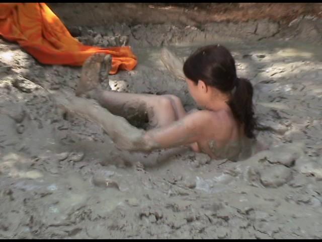 Paris Kennedy quicksand Butt_first_6
