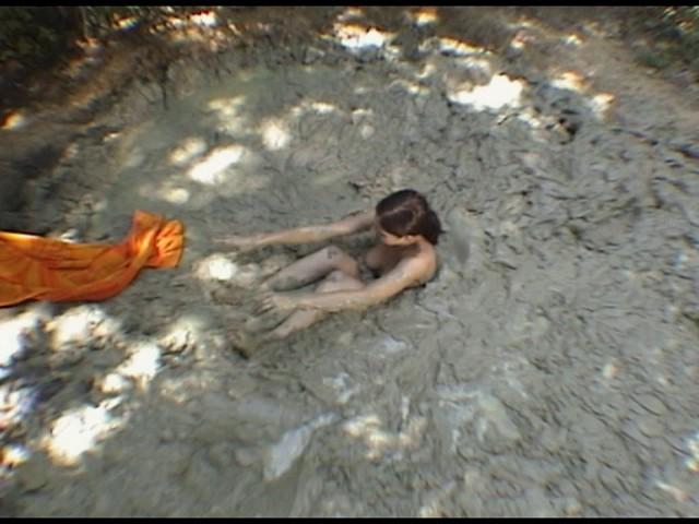 Paris Kennedy quicksand Butt_first_8