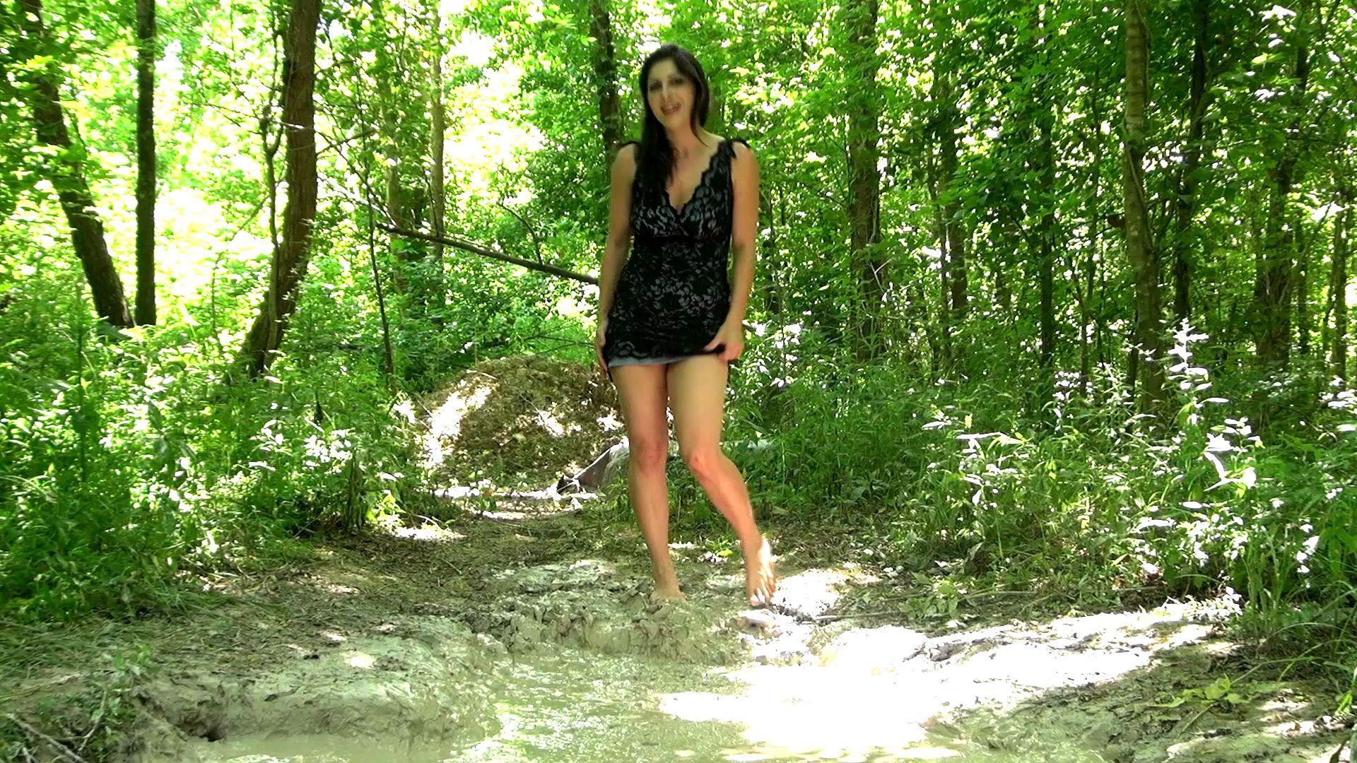 Kym Quicksand Follow-me-to-the-mud--kym_12