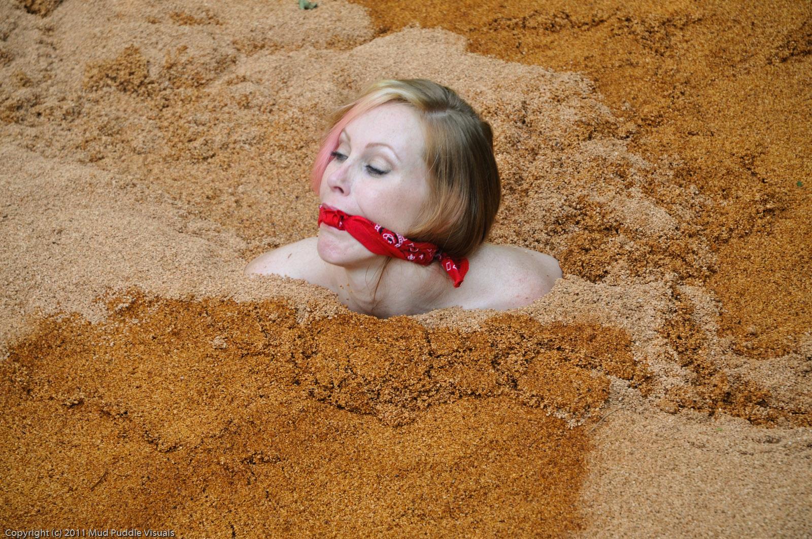 Gummi Big Boobs Quicksand Hollywood-quicksand-the-begin_5
