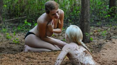 lesbians in quicksand