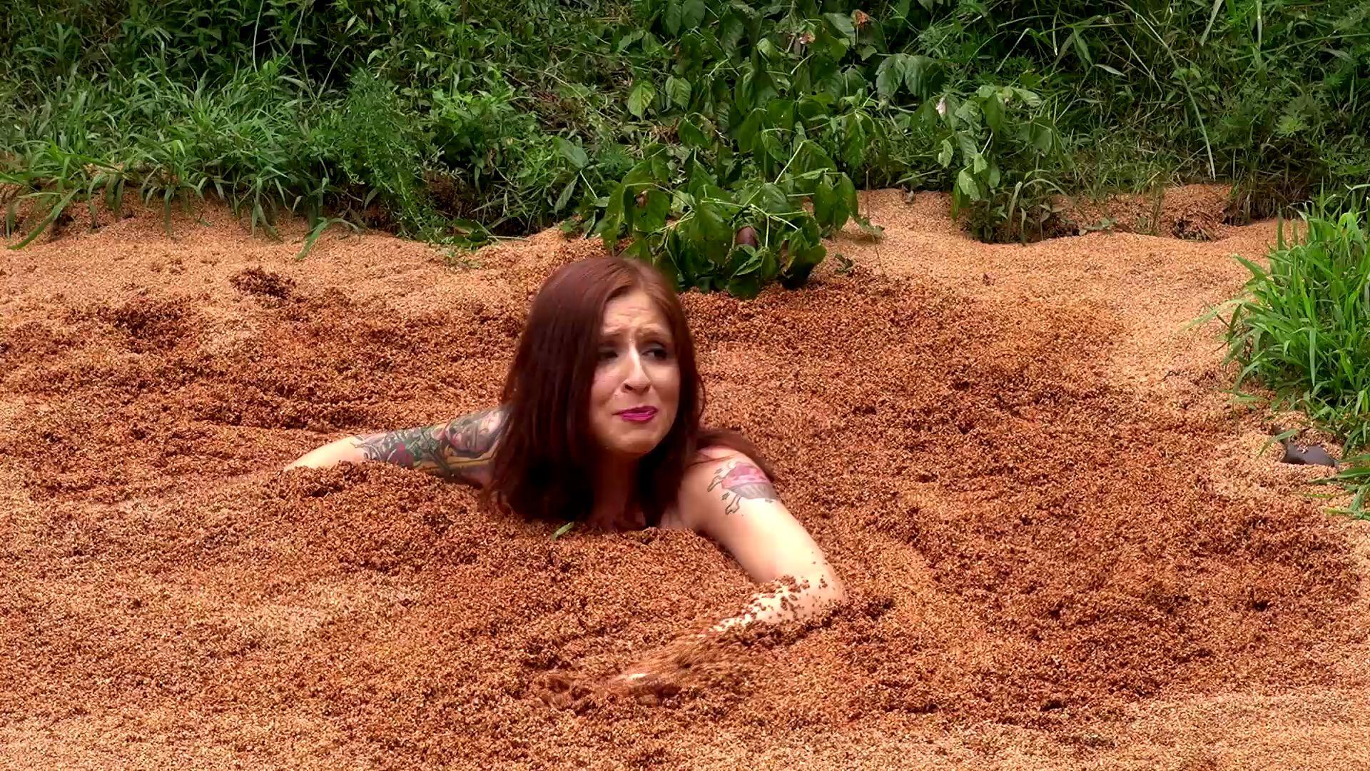 Paris Kennedy quicksand Paris-hollywood-quicksand--gla_14