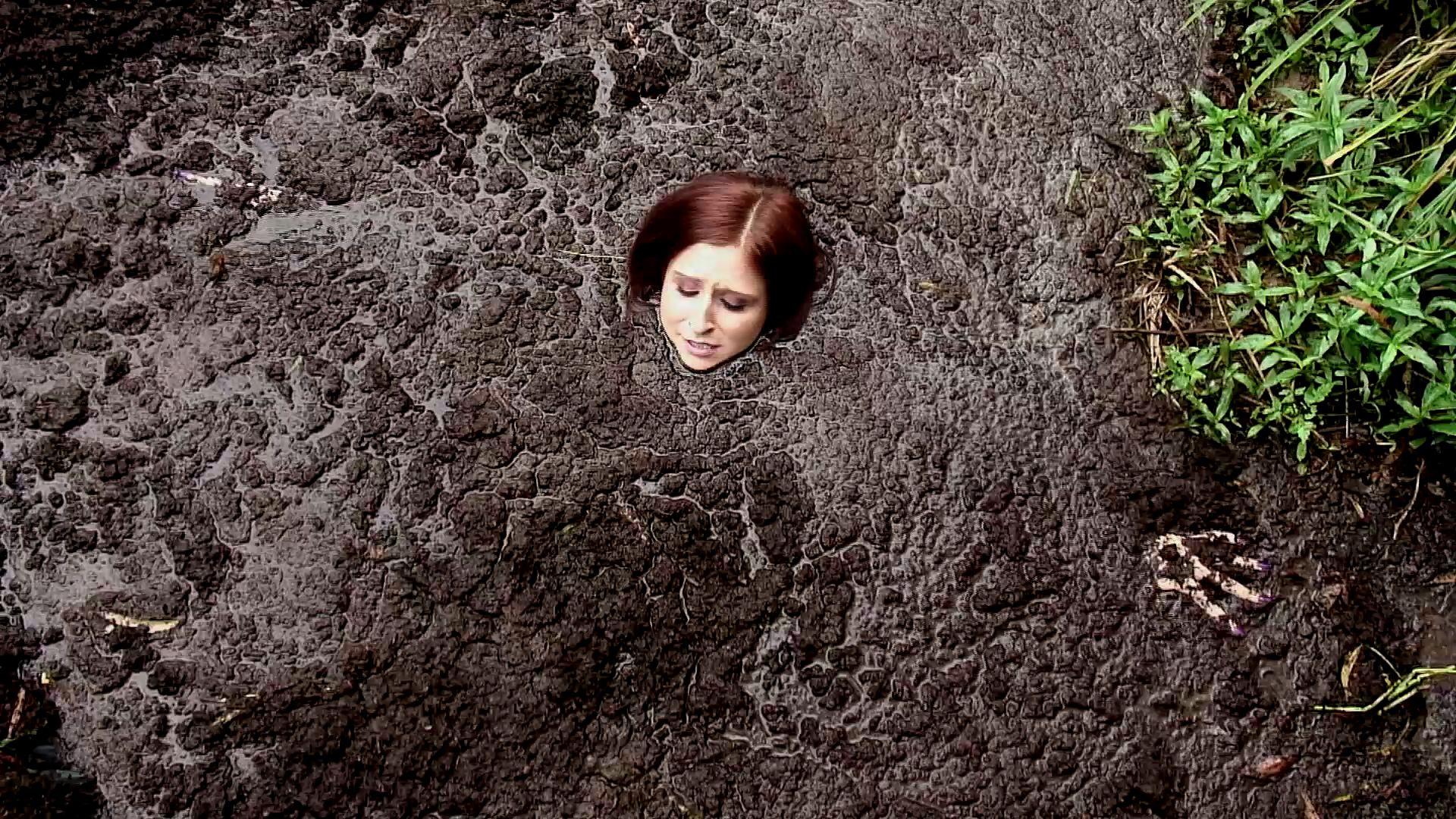 Paris Kennedy quicksand Paris-sinking-solo-in-the-bog_19