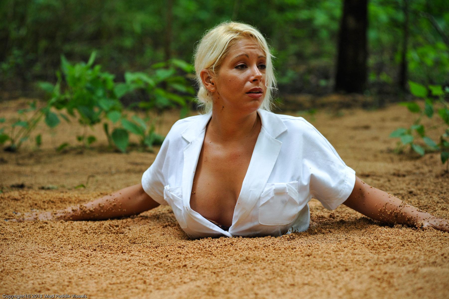 Summer in quicksand Sexy-secretary-in-quicksand_15