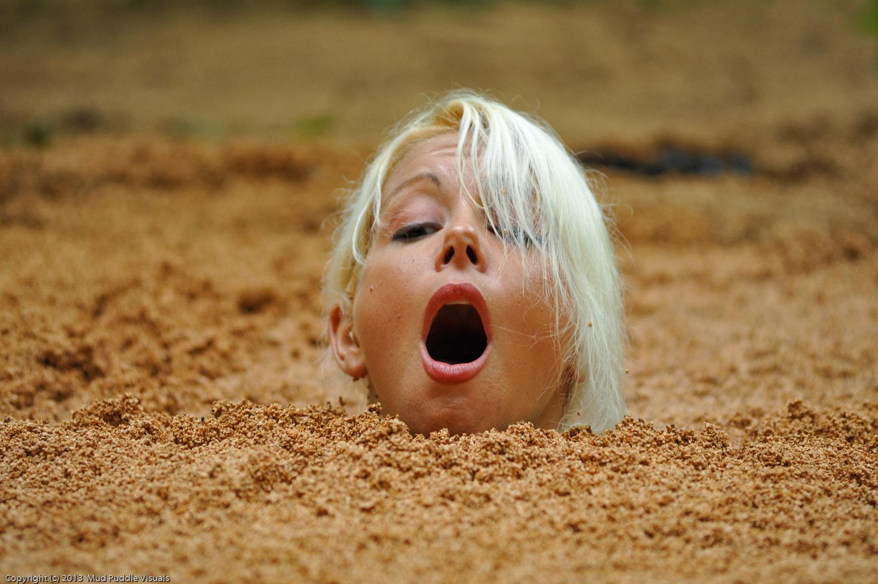 Summer in quicksand Sexy-secretary-in-quicksand_17
