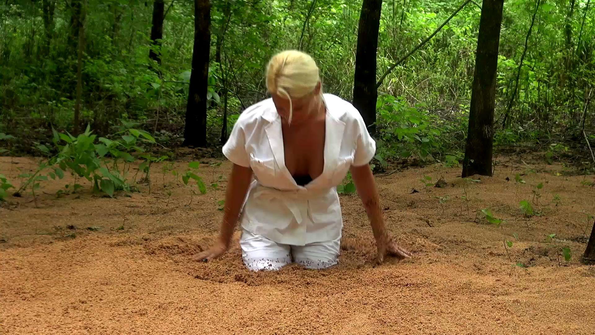 Summer in quicksand Sexy-secretary-in-quicksand_4