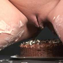 MissT: Angel Cakes - Cakesitting at Messy Angel