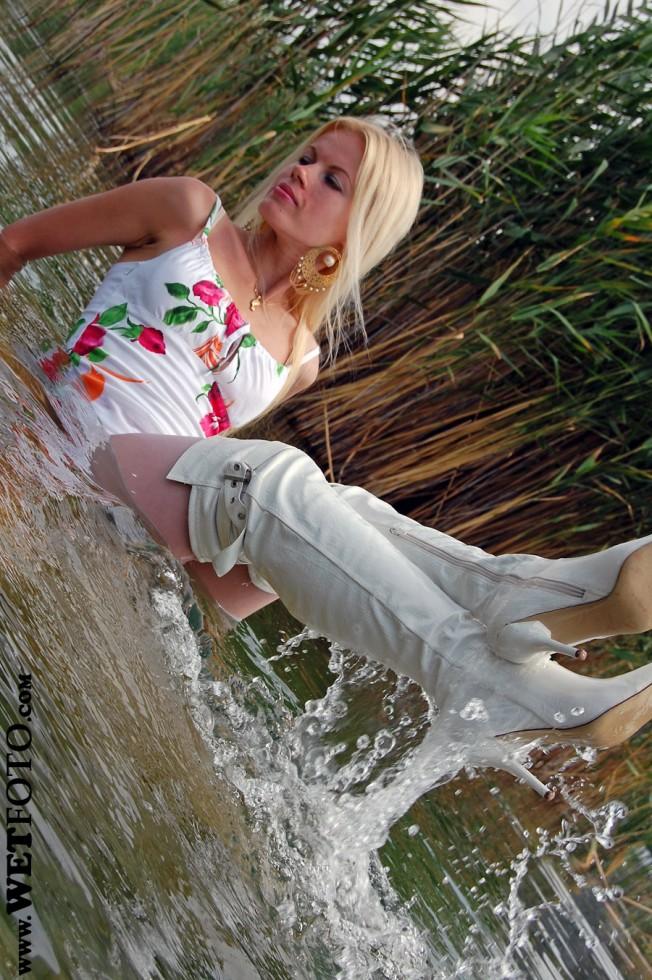 Эффектные сливы воды из сапог. Wetfotoset41028_1315741839_uid_210